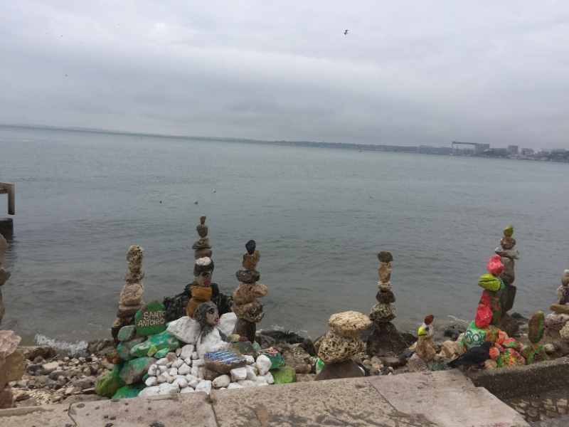 1157 28-11 Pebble sculpture
