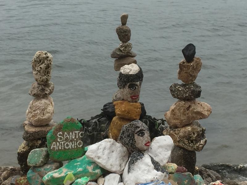 1158 28-11 Pebble sculpture