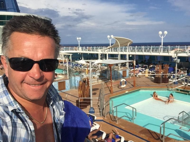 1246 6-12 sunbathers